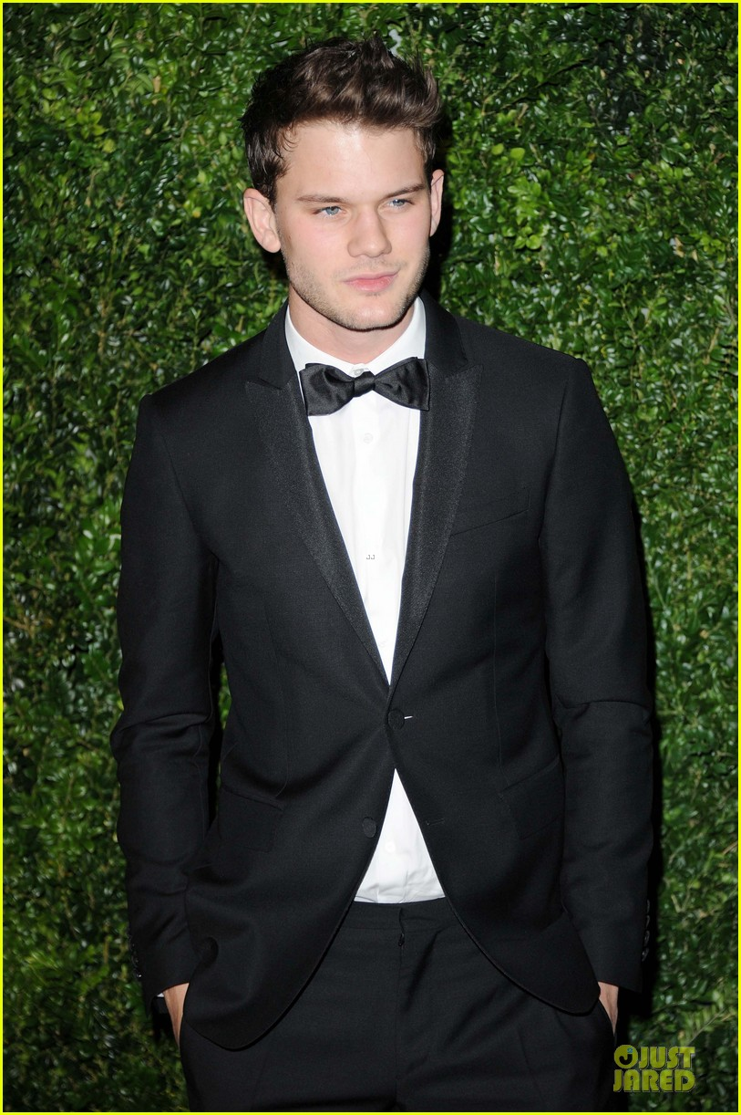 felicity jones jeremy irvine london evening standard theatre awards 152763895