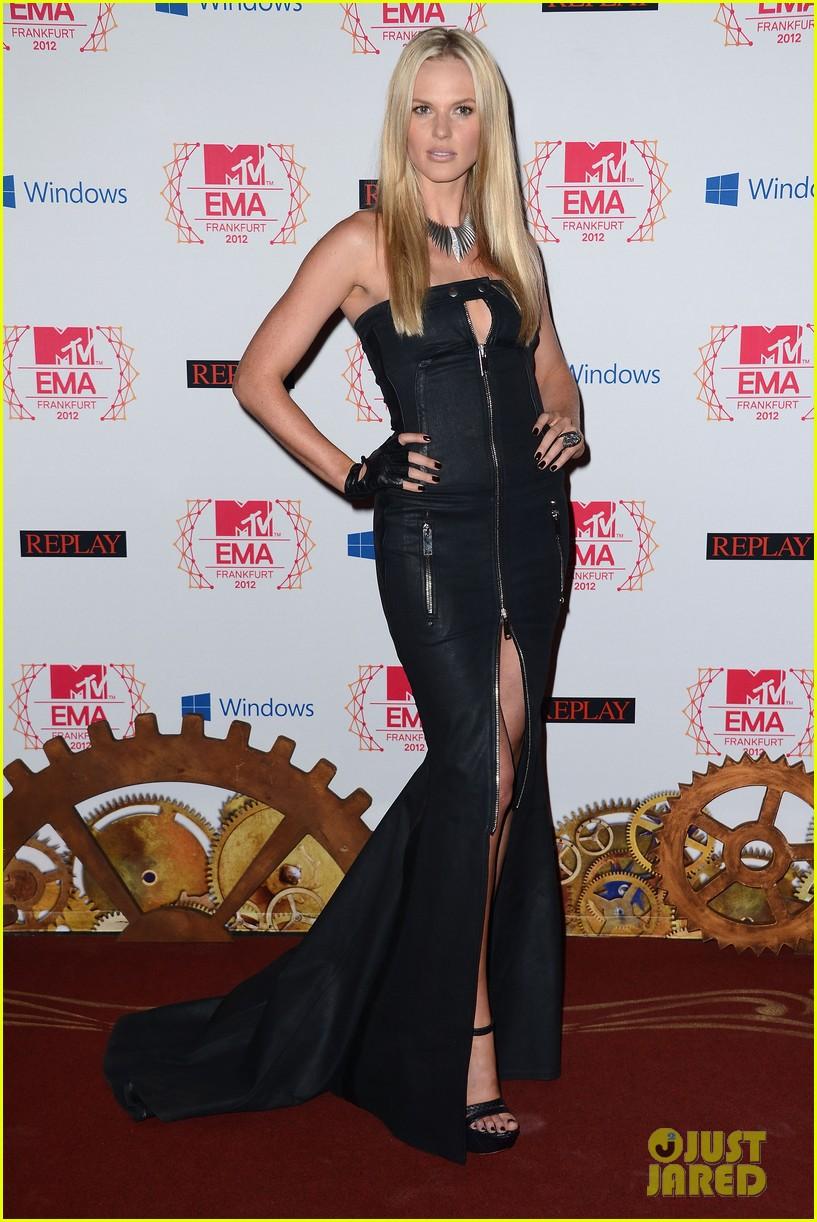 kim kardashian anne v mtv emas 2012 red carpet 052755337