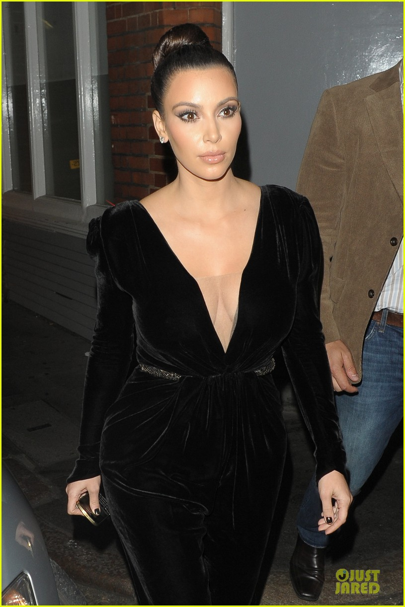 kim kardashian kanye west dinner date with sisters 08