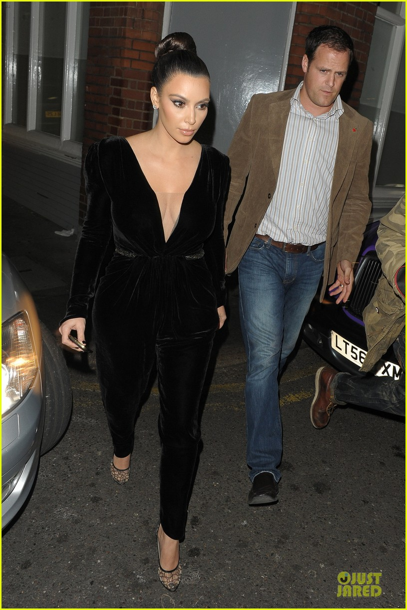 kim kardashian kanye west dinner date with sisters 10