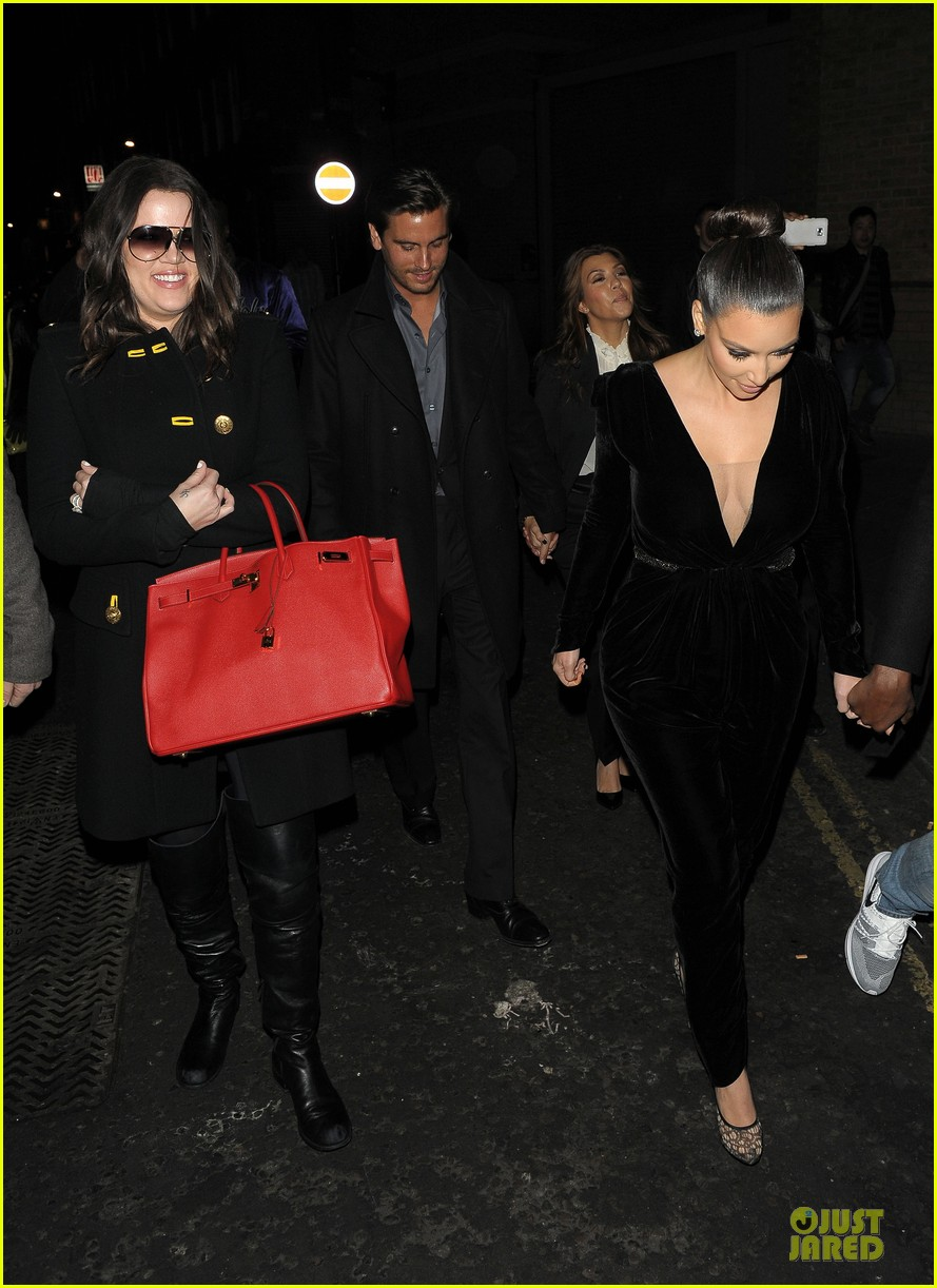 kim kardashian kanye west dinner date with sisters 12