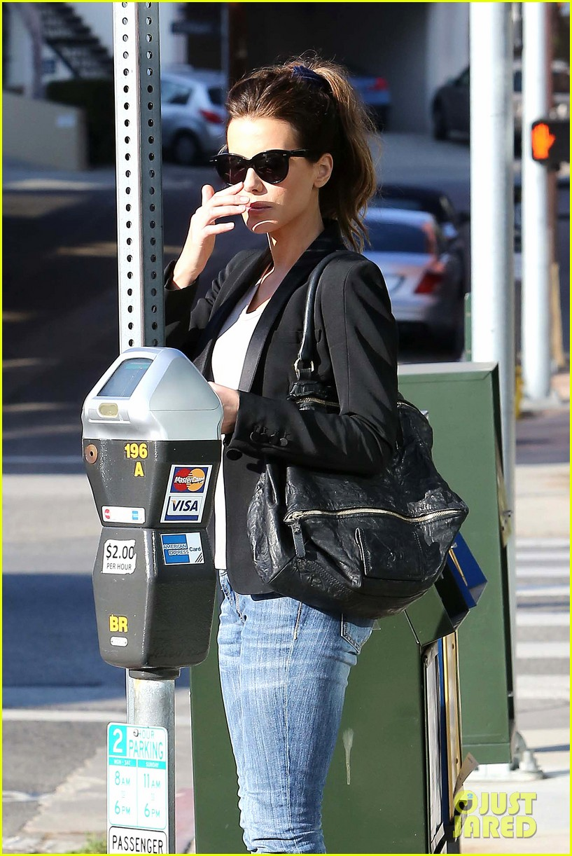 kate beckinsale parking meter pickup 05