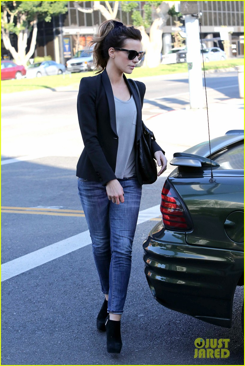 kate beckinsale parking meter pickup 08