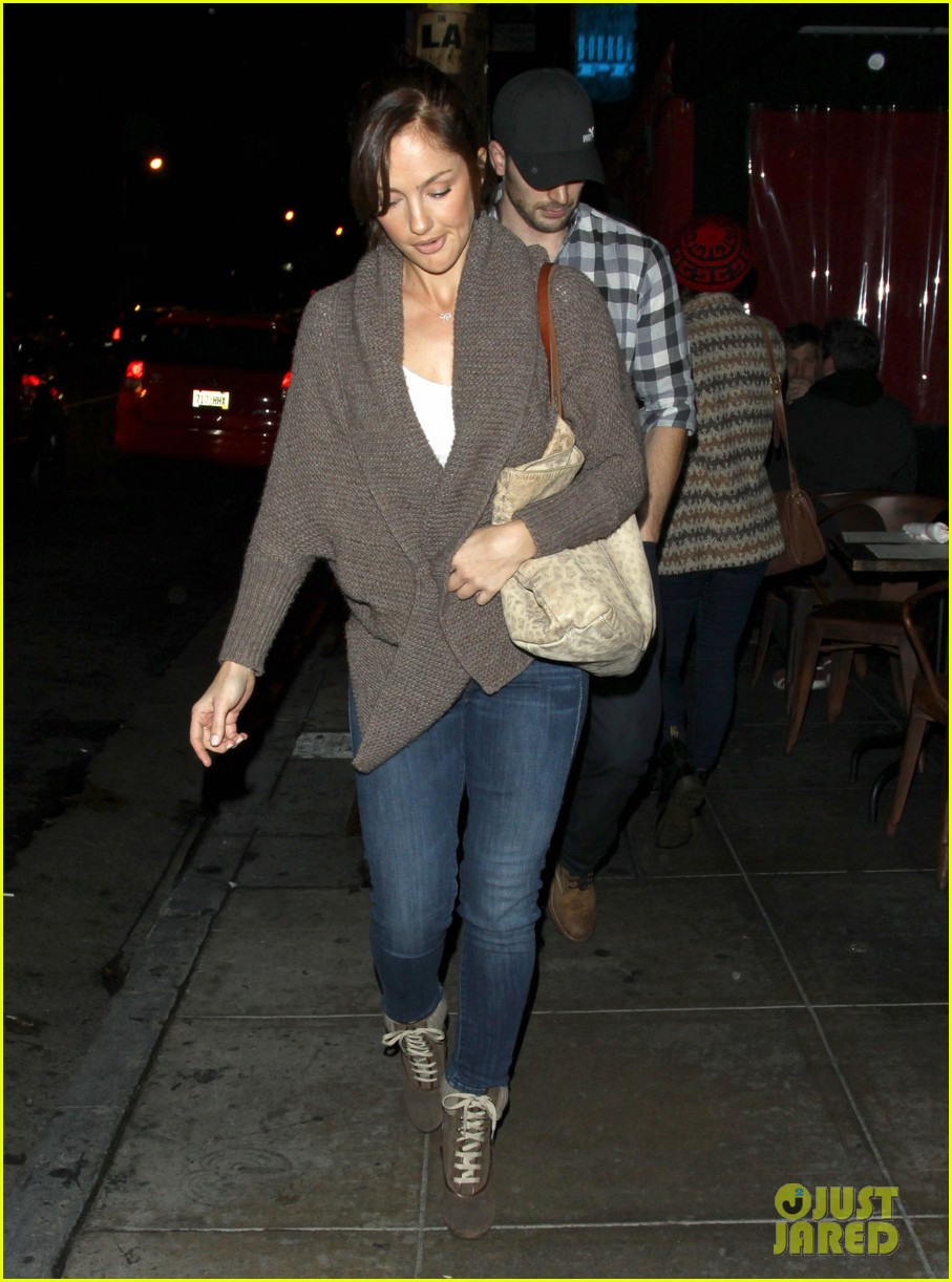 minka kelly chris evans sushi stop dinner date 09