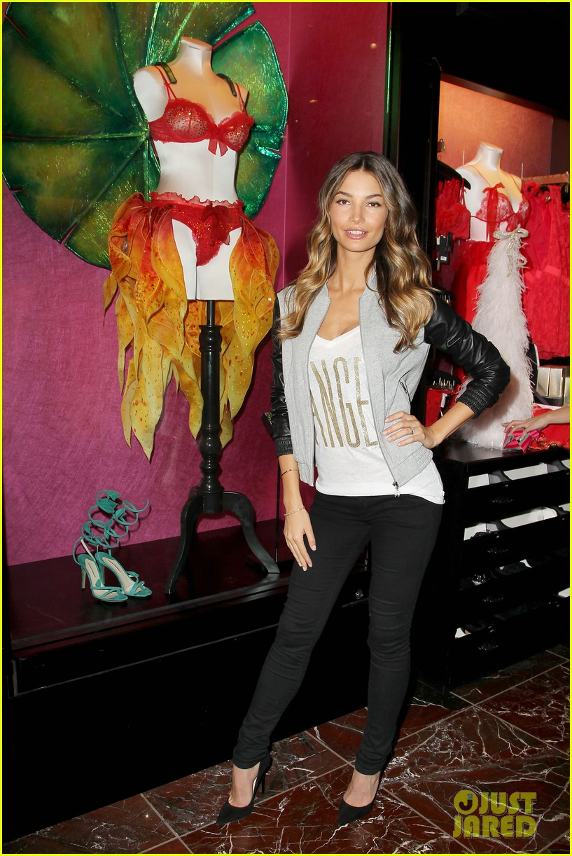 miranda kerr adriana lima victorias secret holiday hotties 28