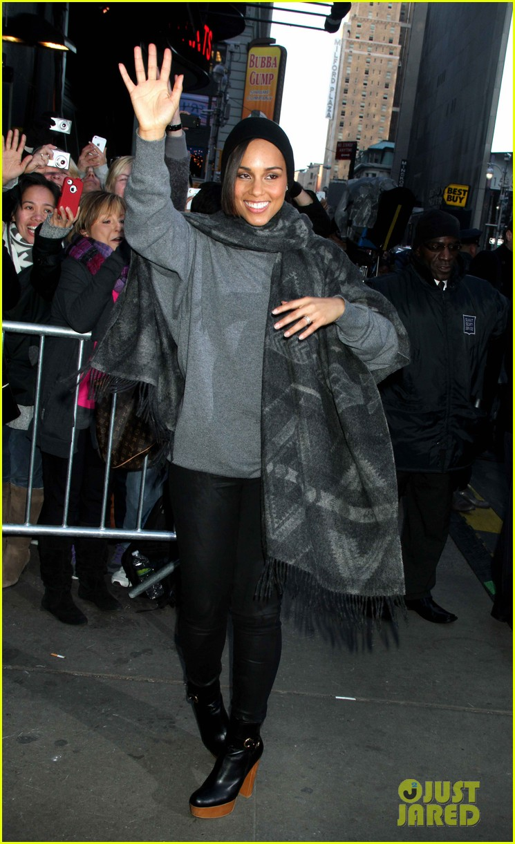 alicia keys lights the empire state building 01
