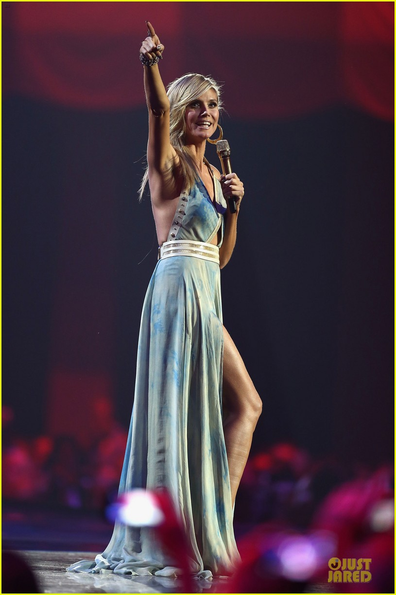heidi klum mtv emas hosting duties 19