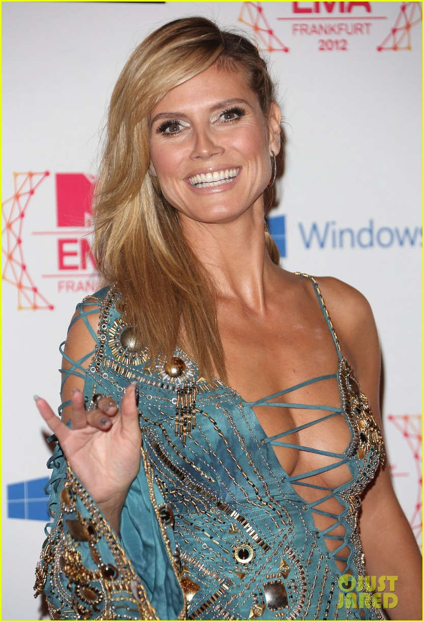 heidi klum mtv emas 2012 red carpet 05