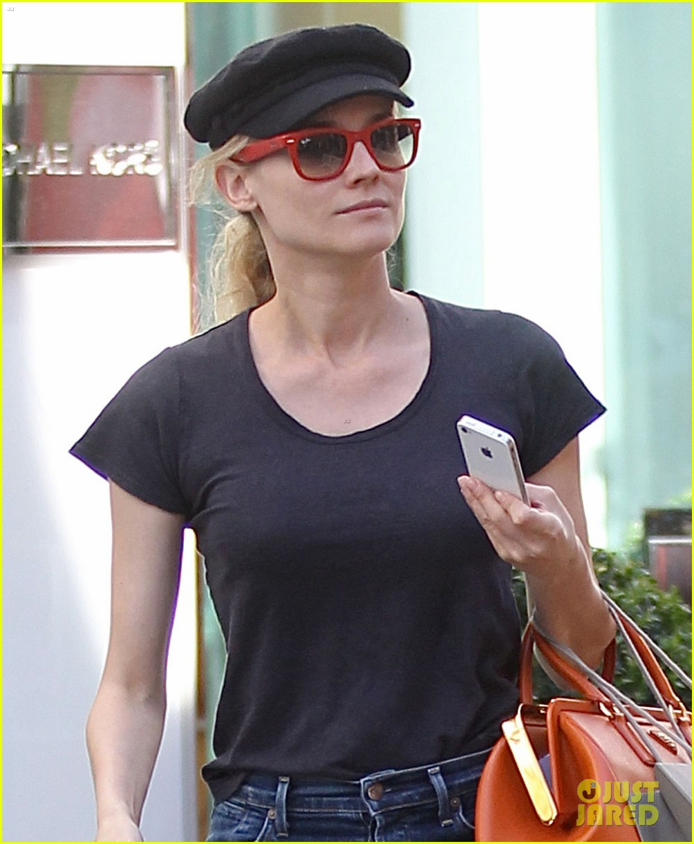 diane kruger holiday shopping at the grove 02