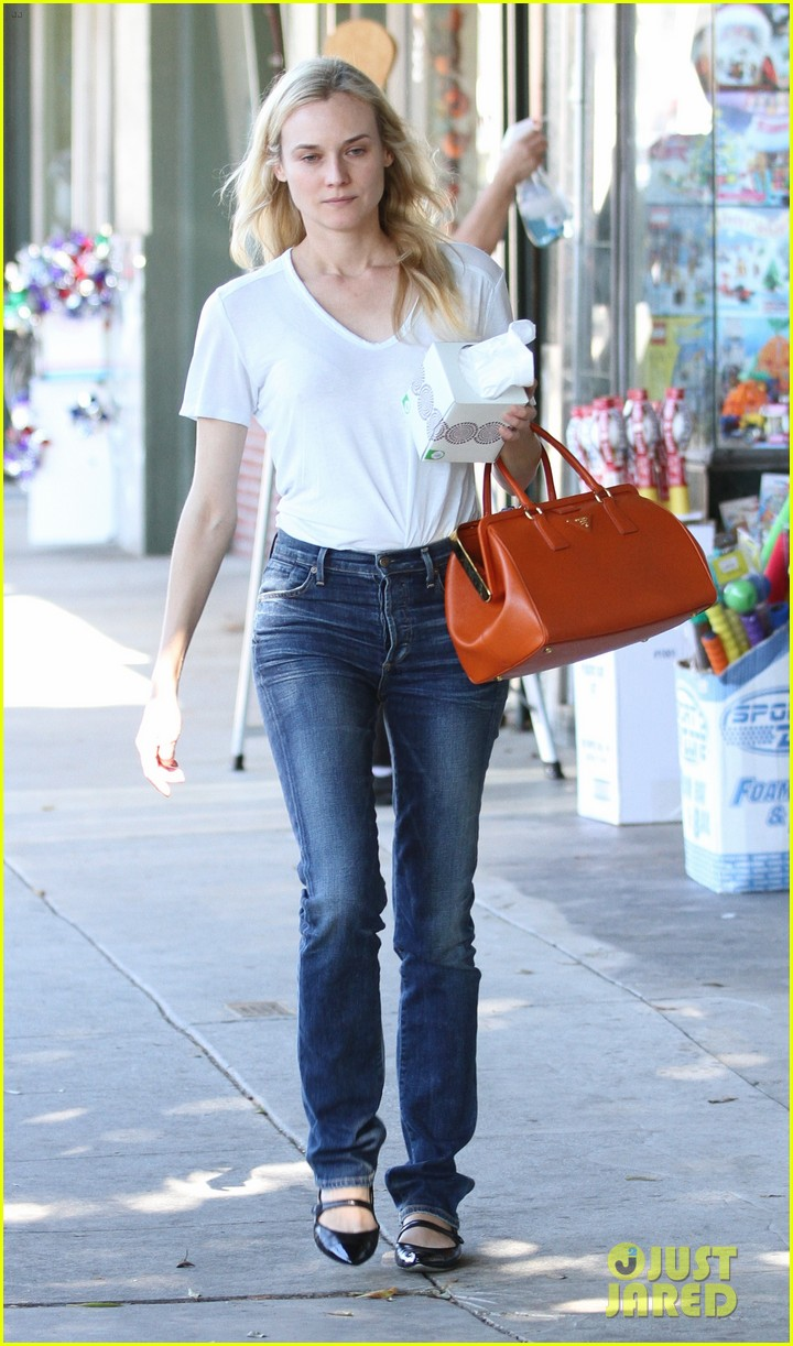diane kruger walks with her tissue box 01