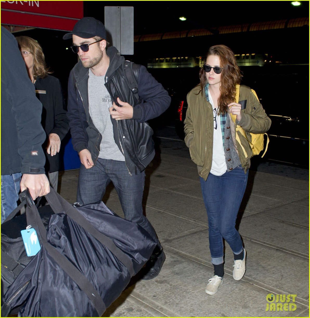 kristen stewart robert pattinston jet out of jfk 01
