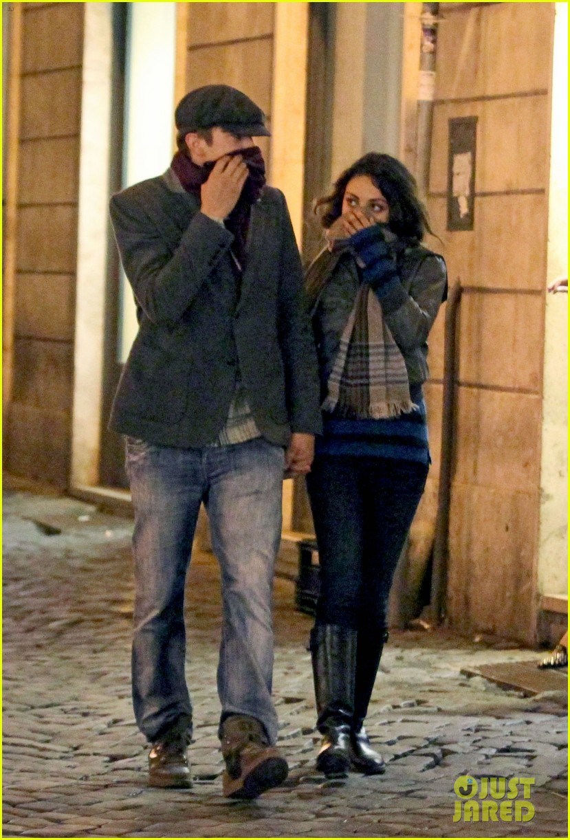 mila kunis ashton kutcher romantic rome dinner date 012760829