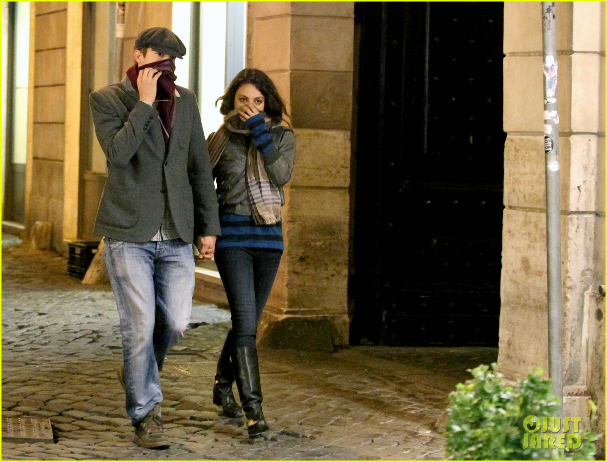 mila kunis ashton kutcher romantic rome dinner date 092760837