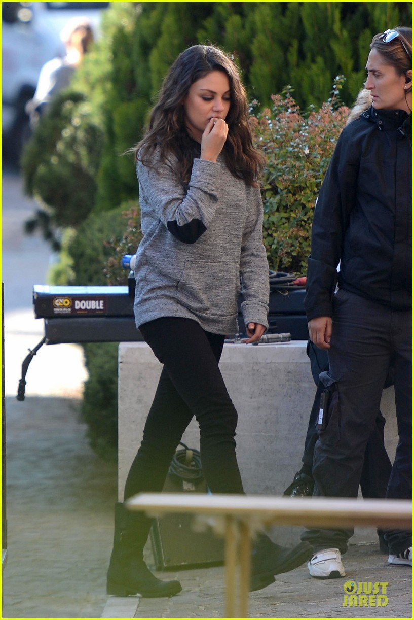 mila kunis teeth cleaning on third person set 01