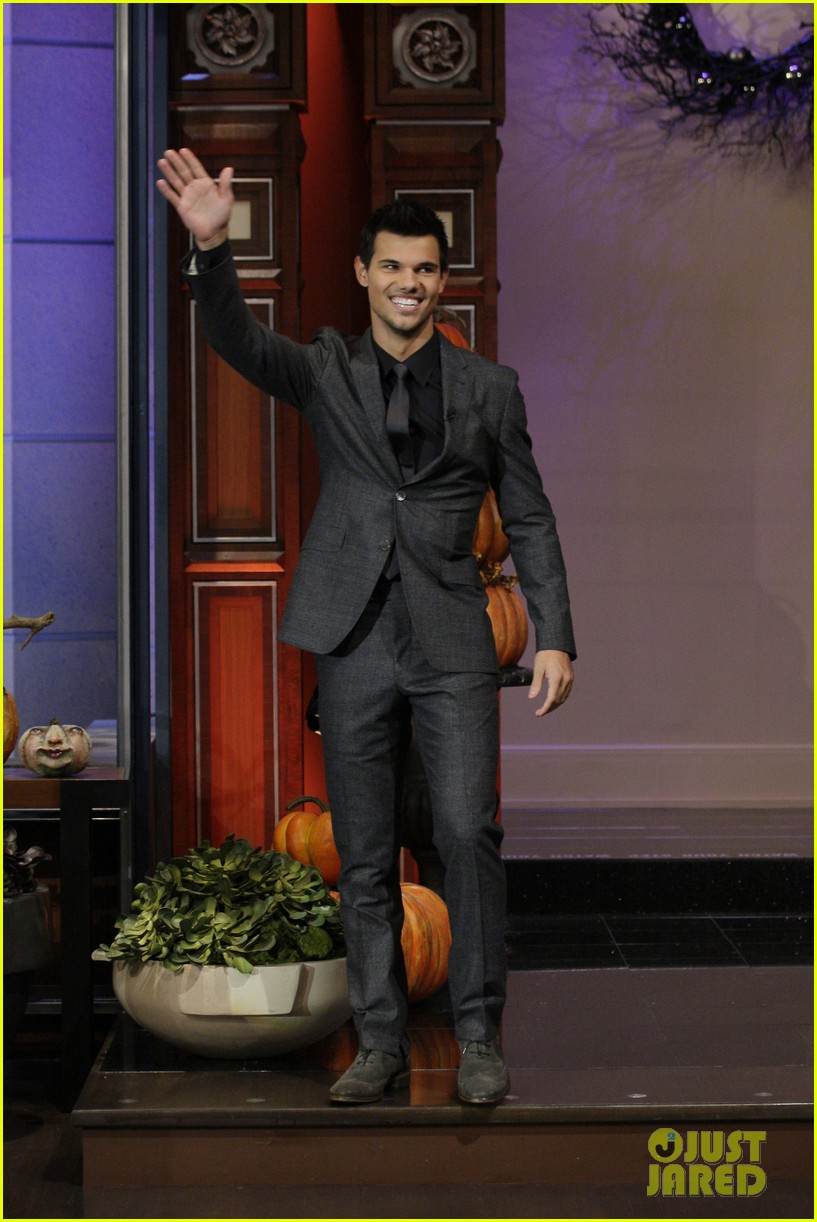 taylor lautner tonight show appearance 012749416