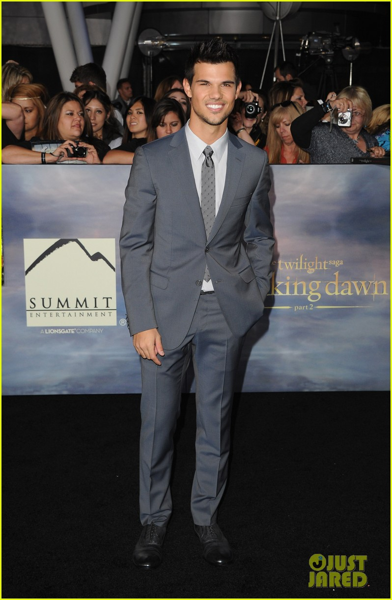 taylor lautner twilight breaking dawn part 2 premiere 012756245