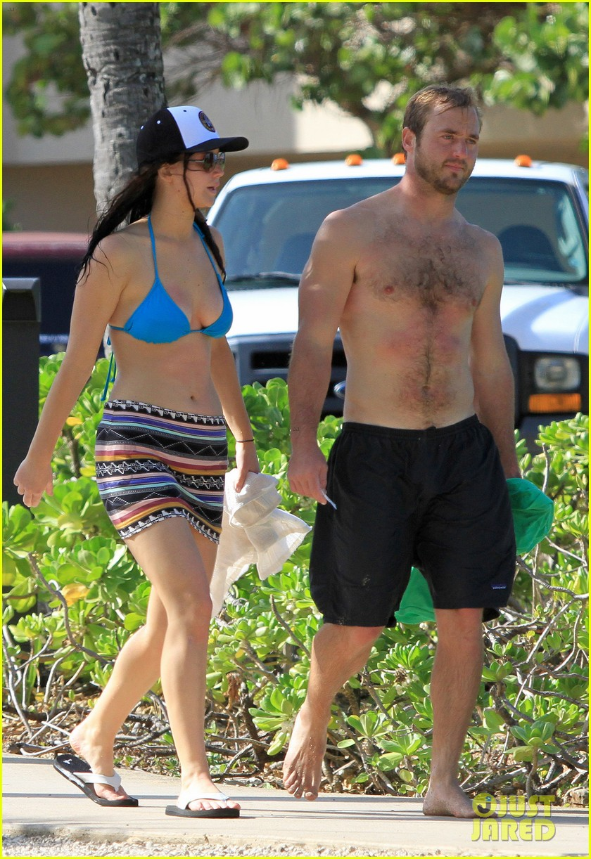 jennifer lawrence bikini babe in hawaii 01