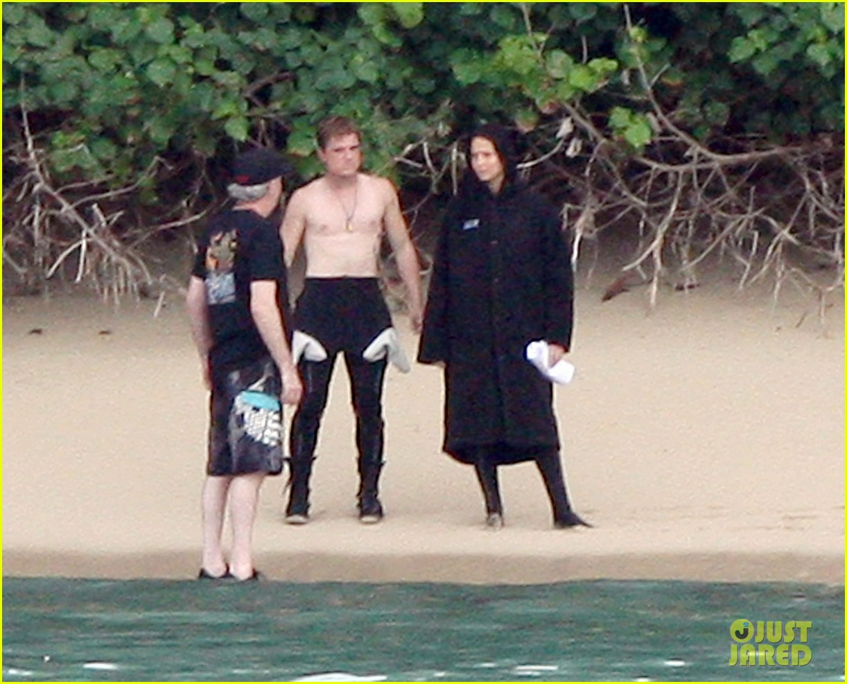 jennifer lawrence shirtless josh hutcherson catching fire sea scenes032766742