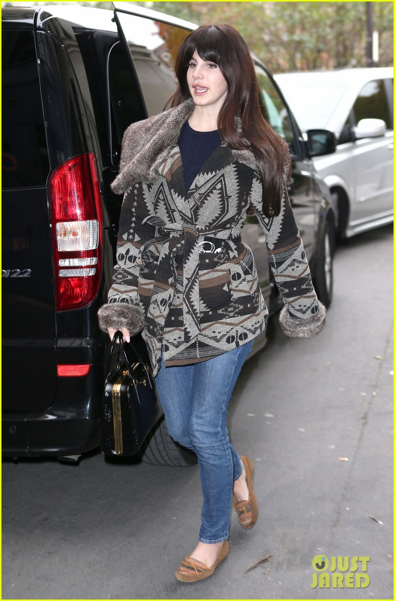lana del rey scotts restaurant with barrie james oneill 14