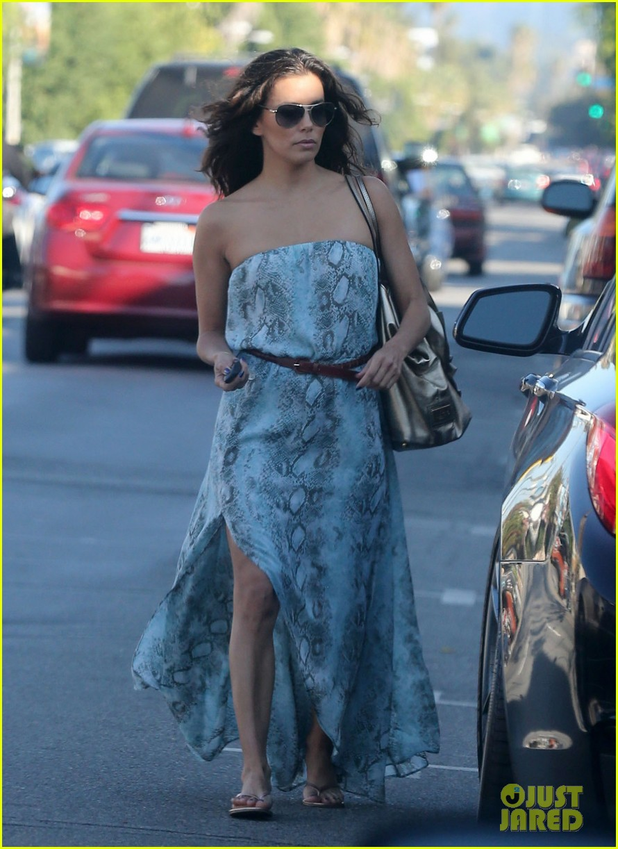 eva longoria leggy lunch in sherman oaks 01