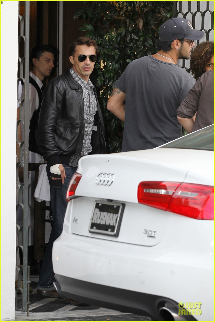 olivier martinez hand brace for lunch with eduardo cruz 16