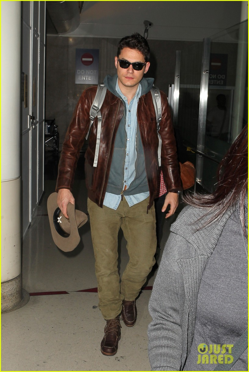 john mayer lands in los angeles 08