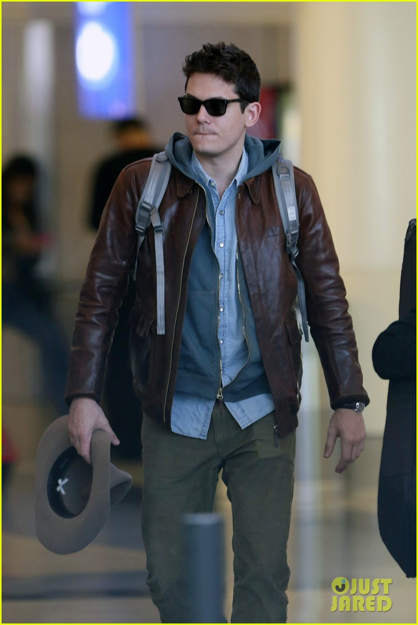 john mayer lands in los angeles 10