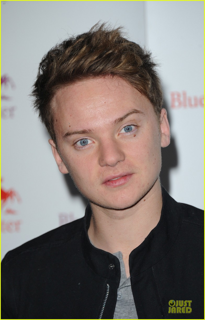conor maynard blue water christmas lights performer 08