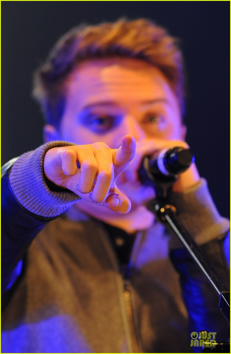 conor maynard blue water christmas lights performer 11