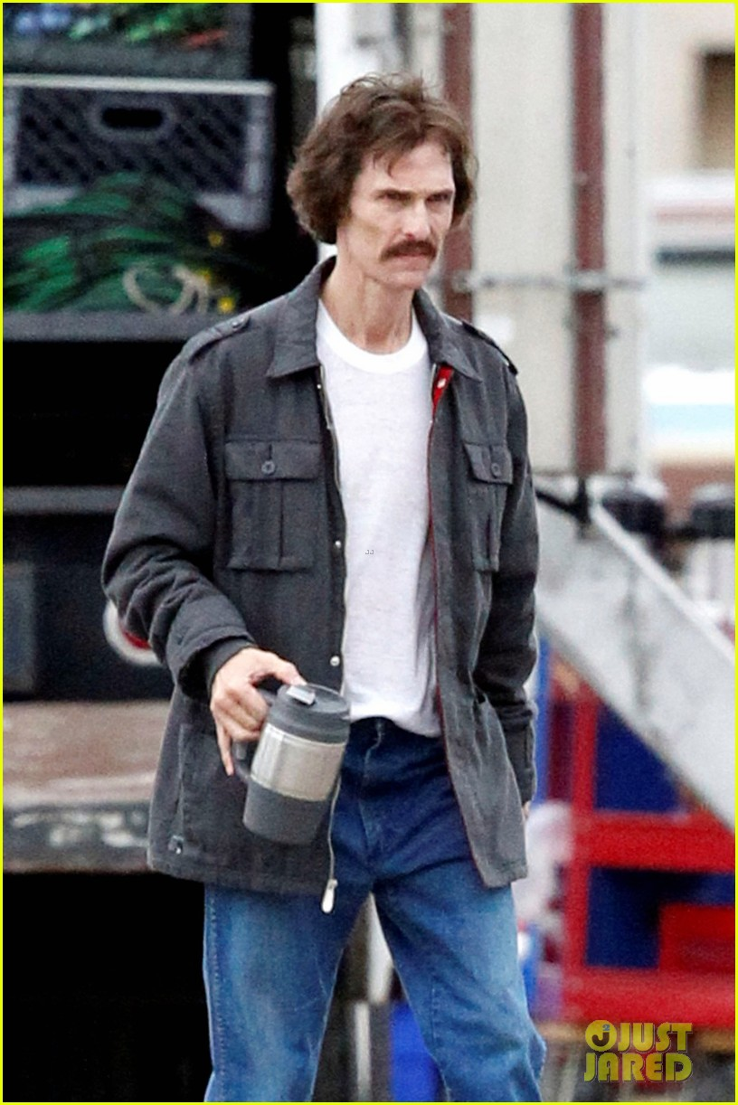 matthew mcconaughey bloody mustache on set 04
