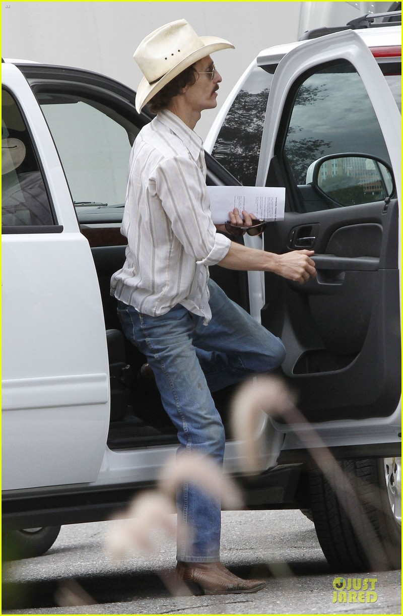 matthew mcconaughey camila alves dallas buyers club set visit 03