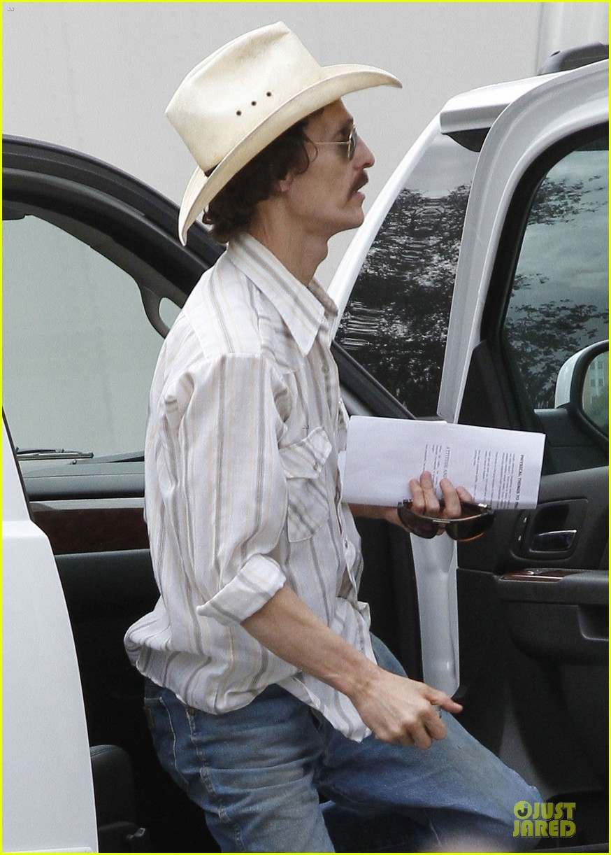 matthew mcconaughey camila alves dallas buyers club set visit 11