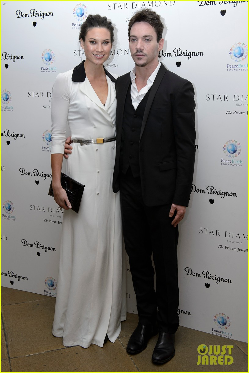 jonathan rhys meyers james mcavoy peaceearth gala 02