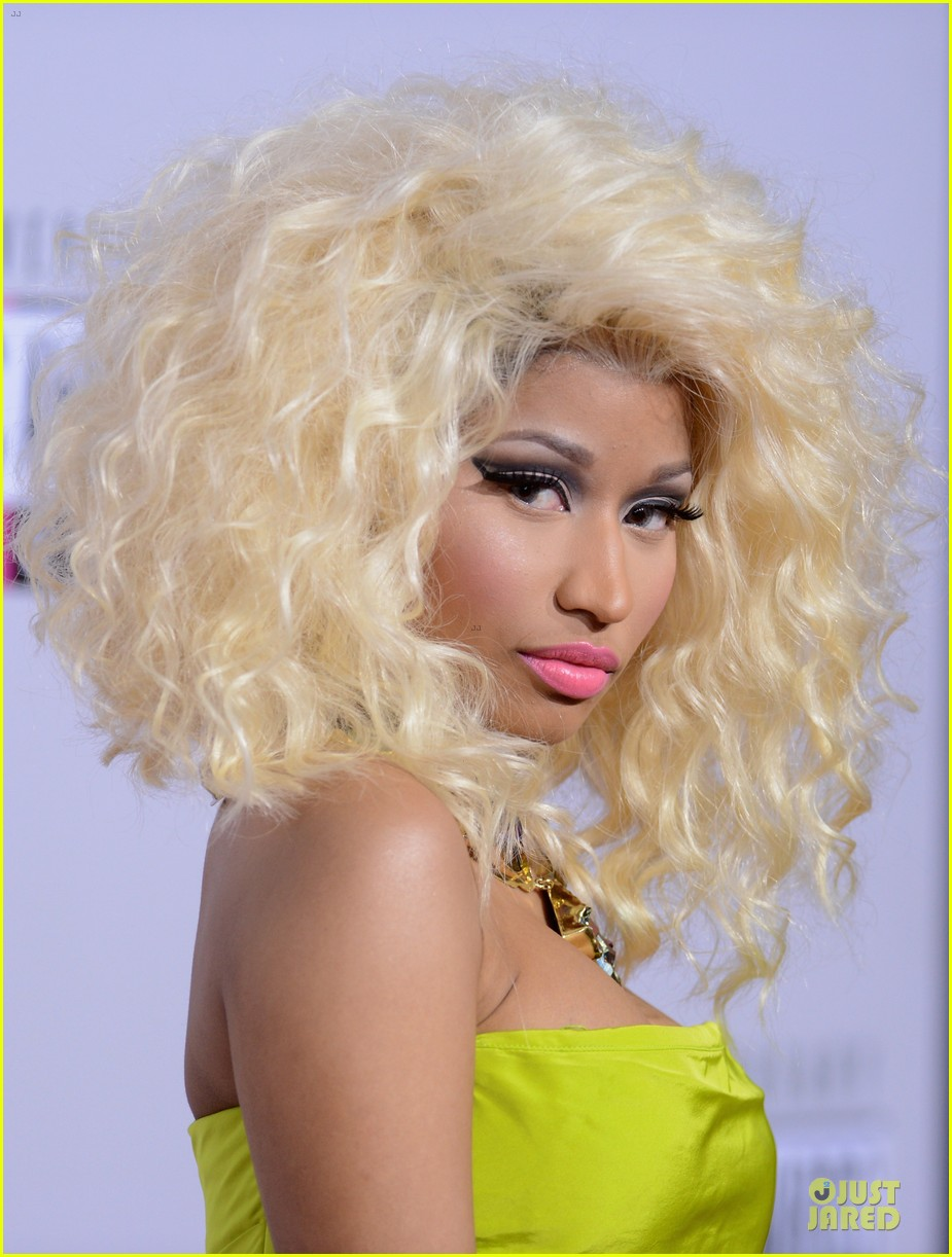 nicki minaj wins favorite rap hip hop album at amas 022760271