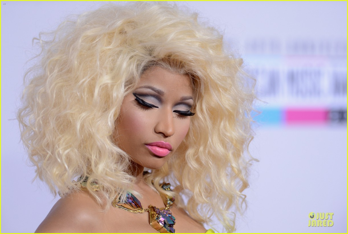 nicki minaj wins favorite rap hip hop album at amas 102760279