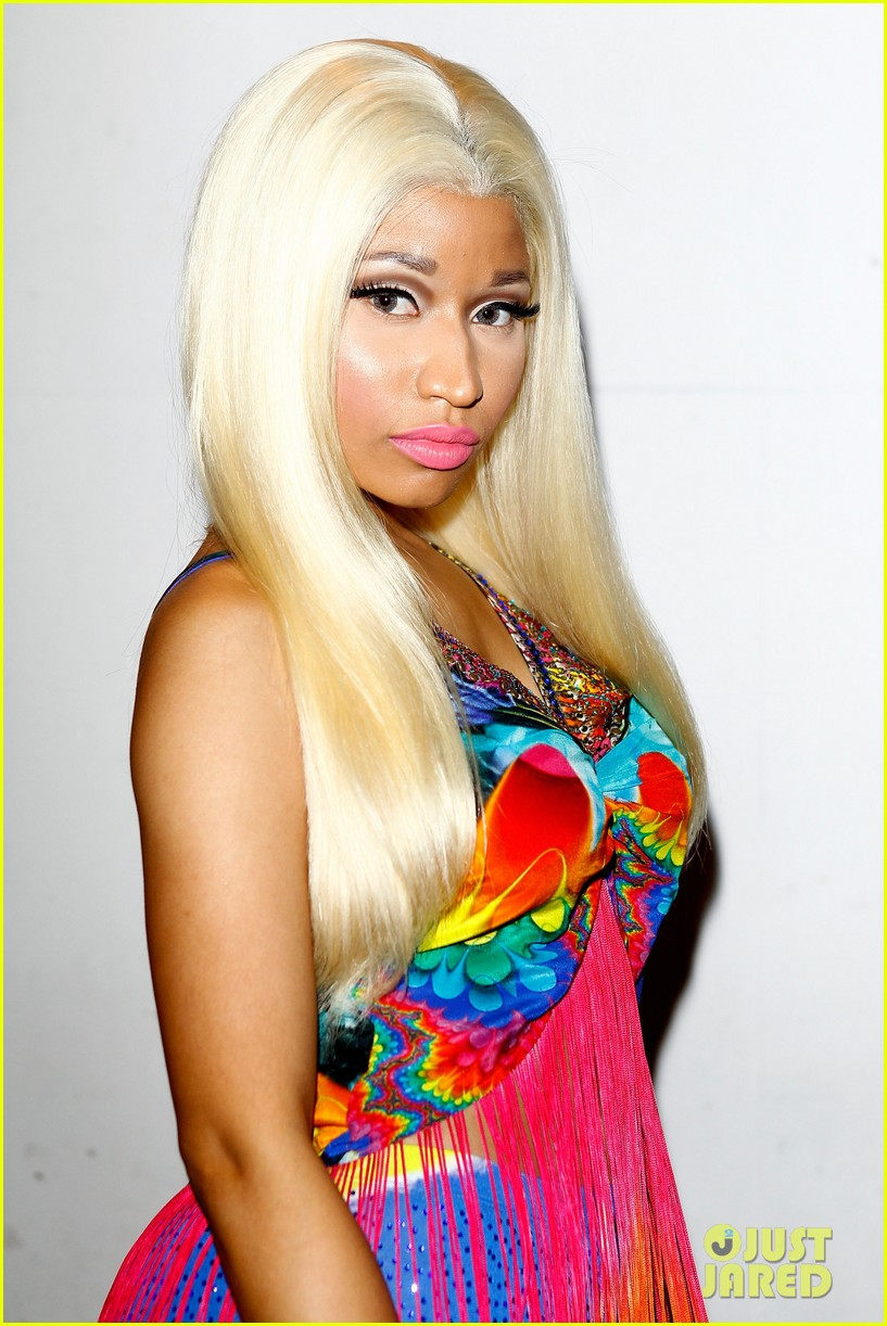 nicki minaj aria awards 2012 red carpet 032766033