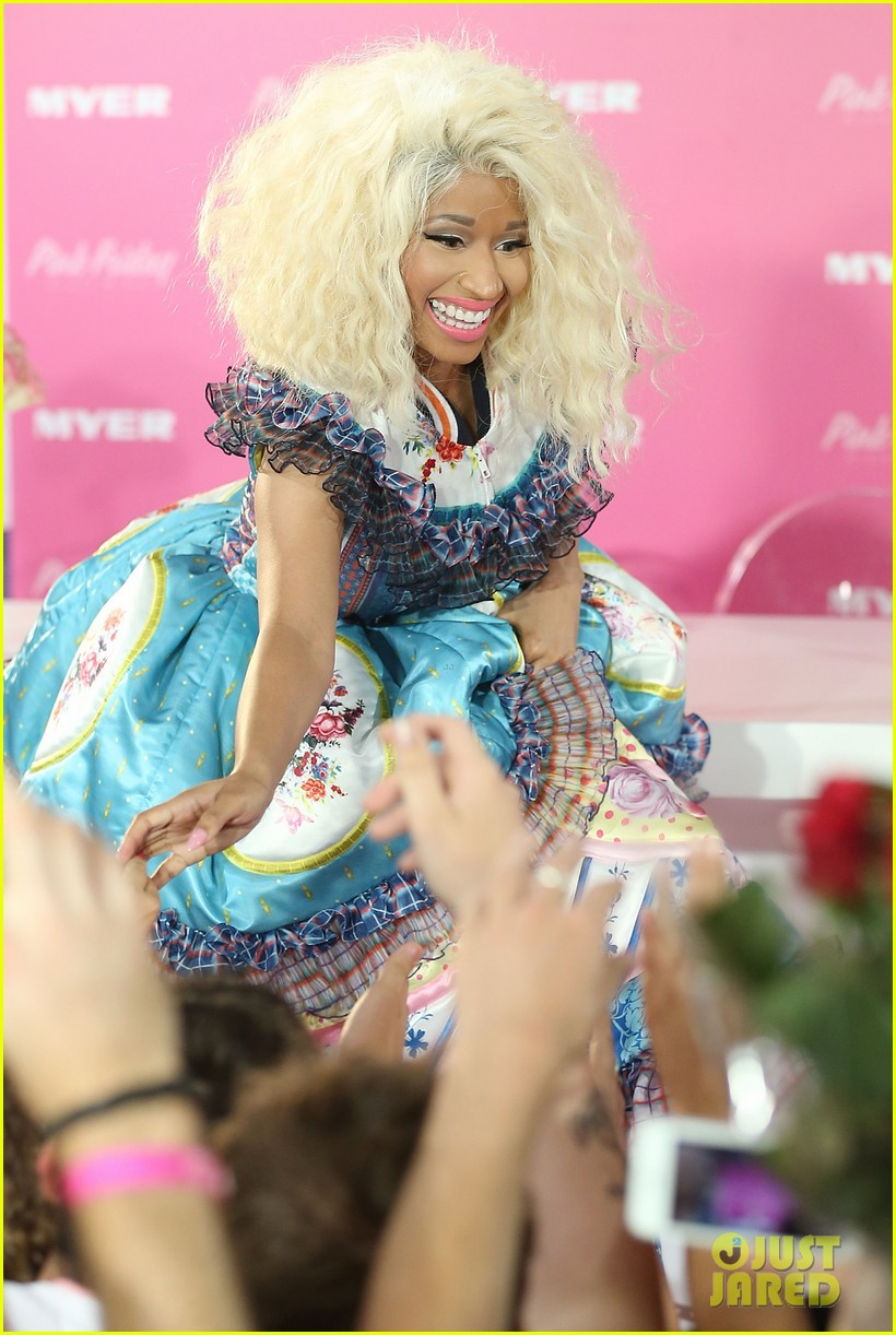 nicki minaj aria awards 2012 red carpet 092766039