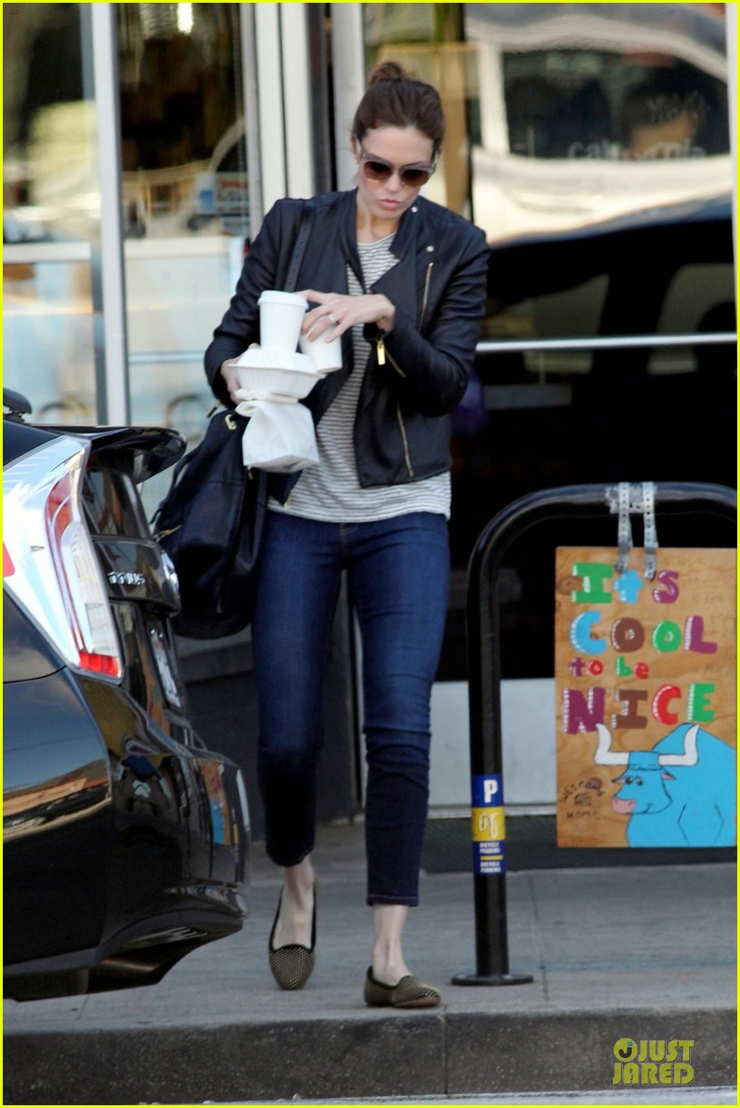mandy moore i like soul cycle and hiking 05