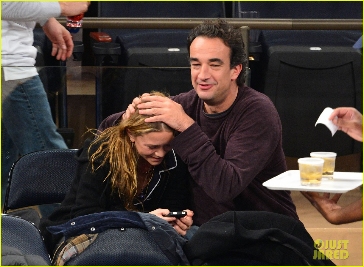 mary kate olsen knicks game with olivier sarkozy kids 01