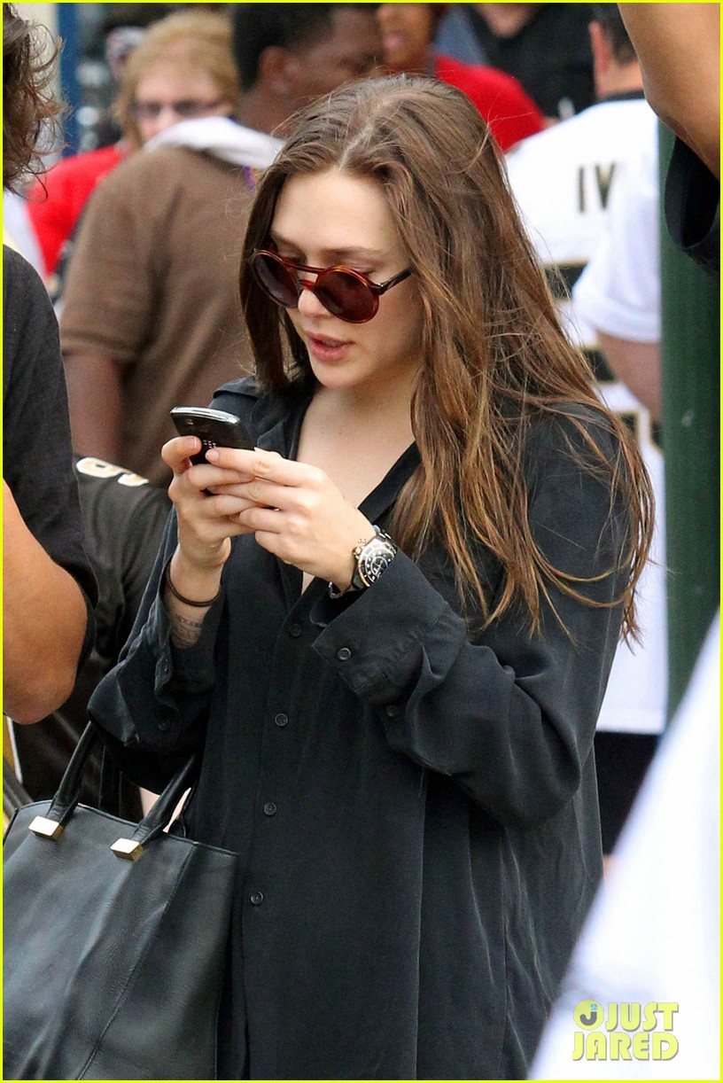 elizabeth olsen new orleans saints game with male pal 04