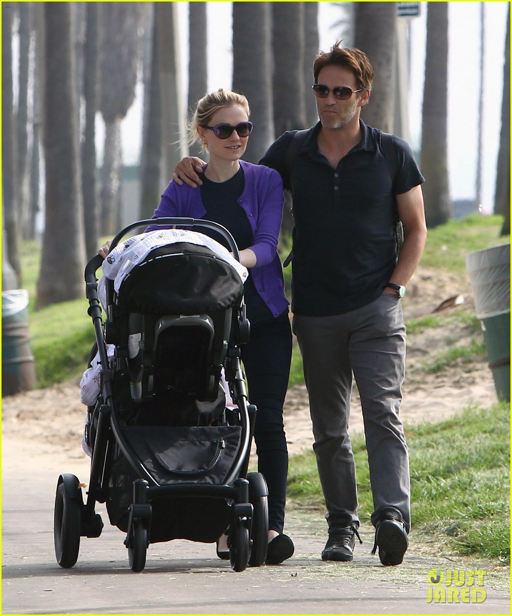 anna paquin stephen moyer park stroll with the twins 07
