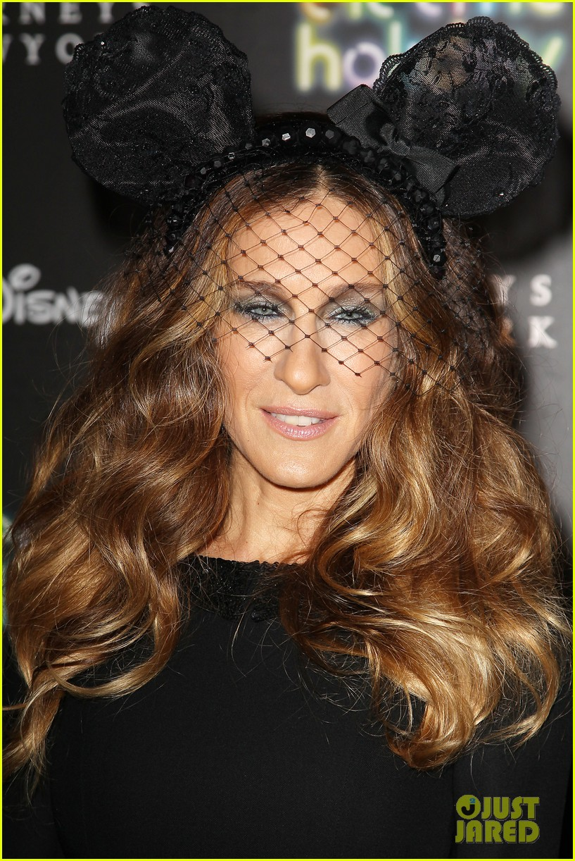 sarah jessica parker disney electric holiday window unveiling host 09