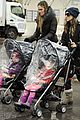 sarah jessica parker rainy day walk with twins 08