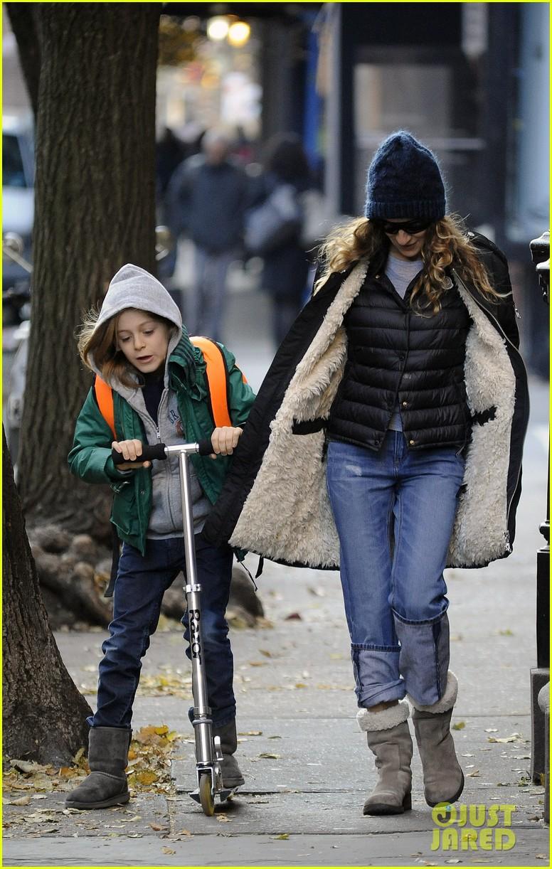 sarah jessica parker matthew broderick school stroll with kids 09
