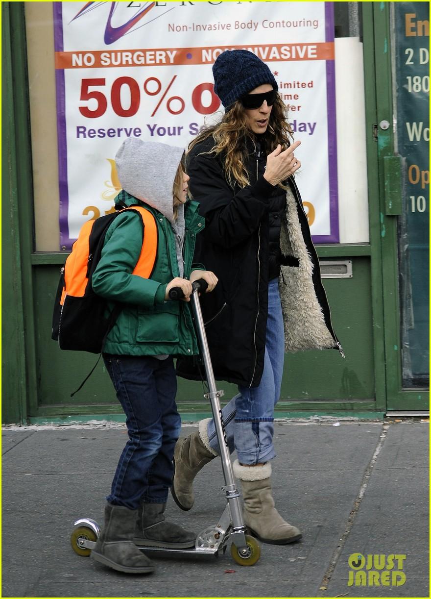 sarah jessica parker matthew broderick school stroll with kids 11