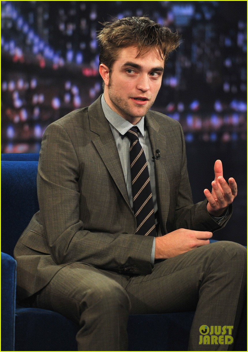 robert pattinson soaking wet on late night with jimmy fallon 12