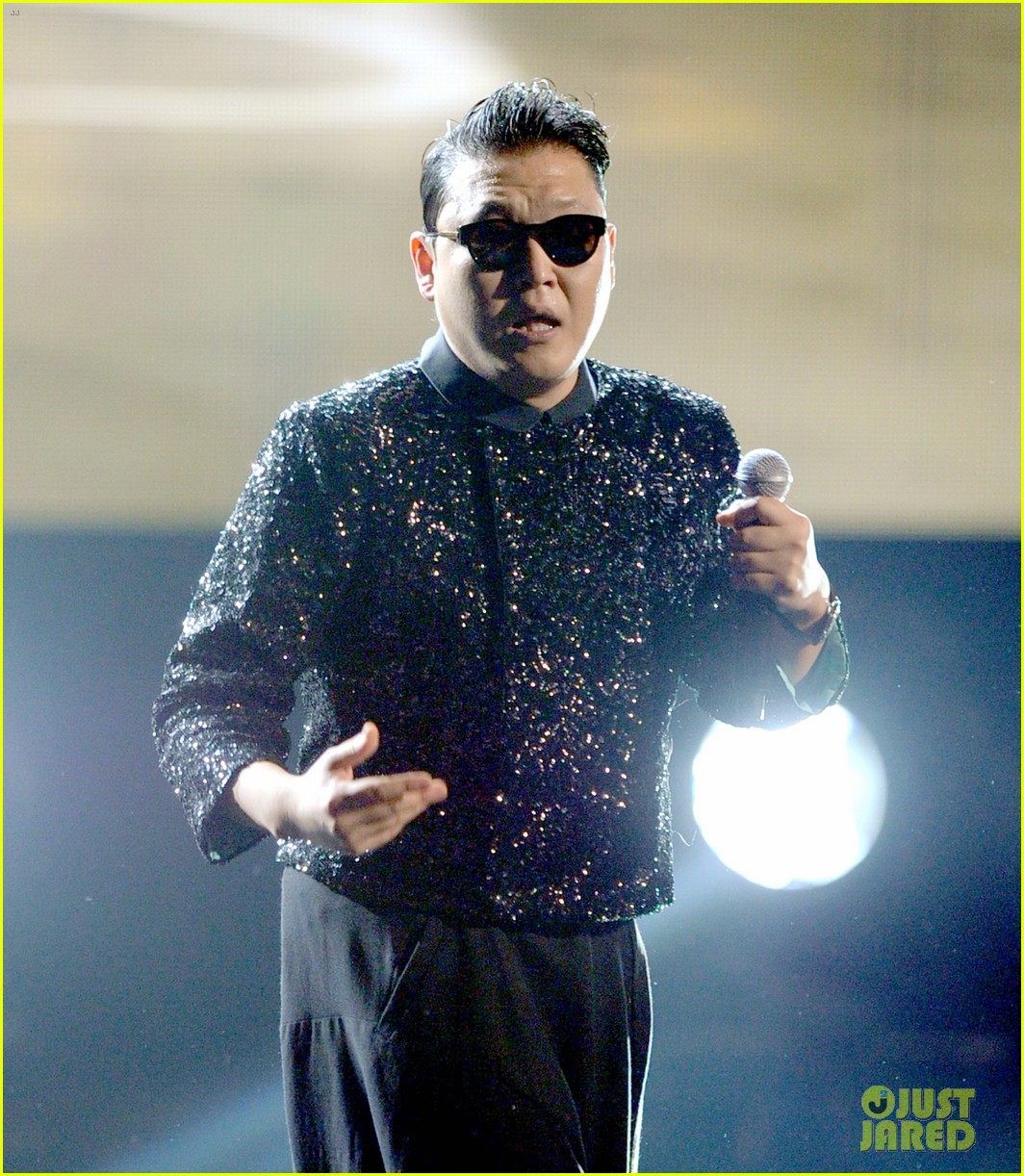 psy mc hammer performance 01