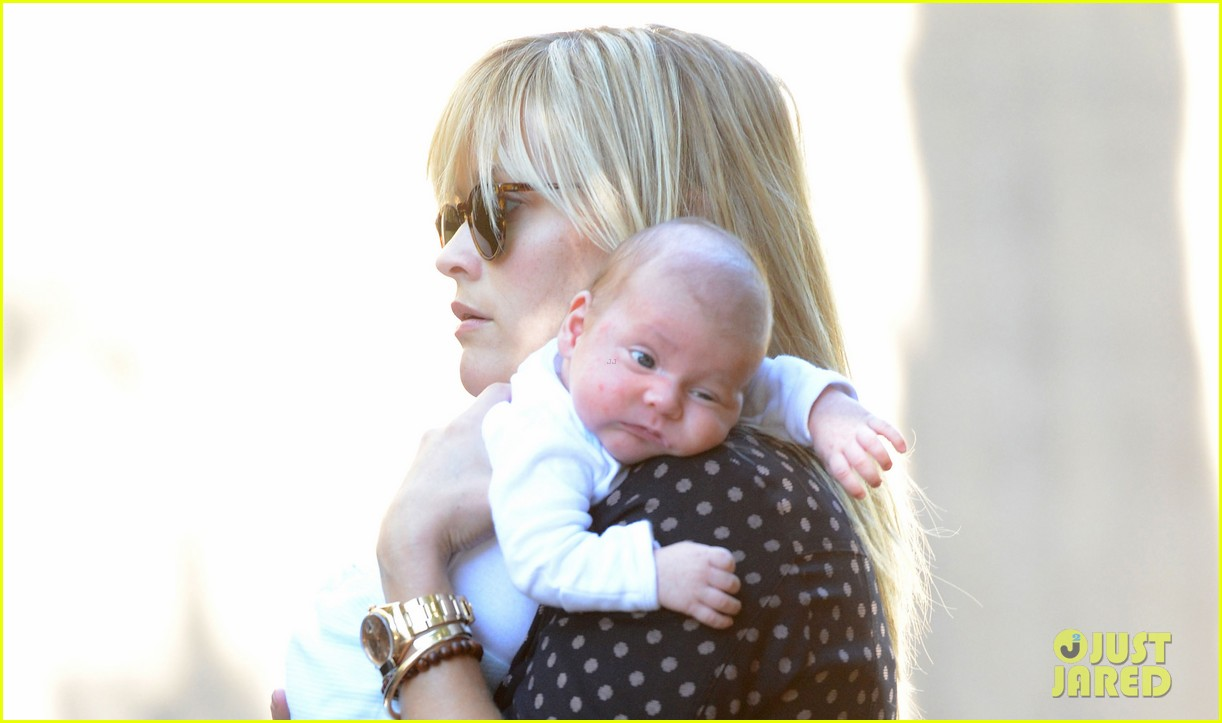 reese witherspoon baby tennessee los angeles outing 032762023