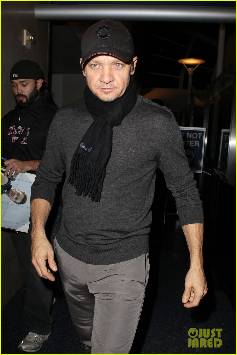 jeremy renner snl hosting gig brings in solid ratings 022760745