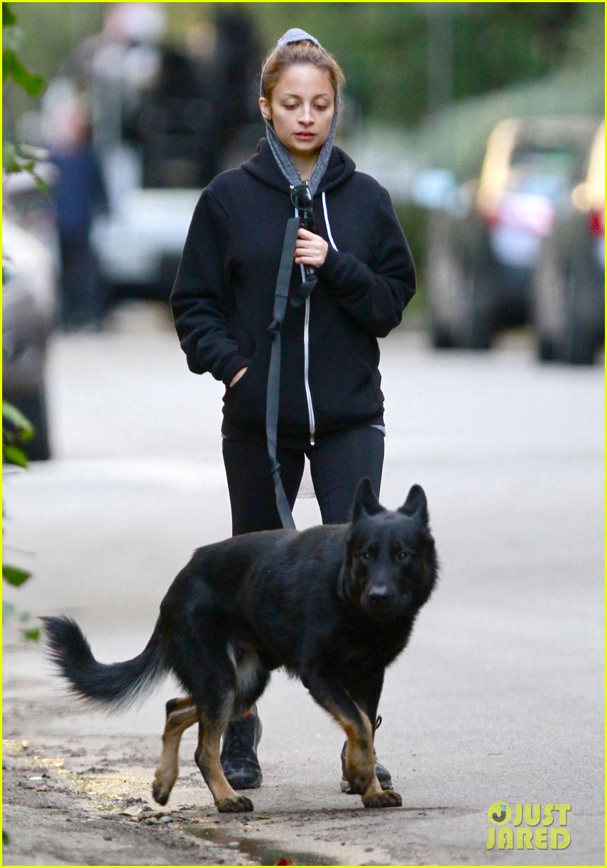 nicole richie chilly dog walk 02
